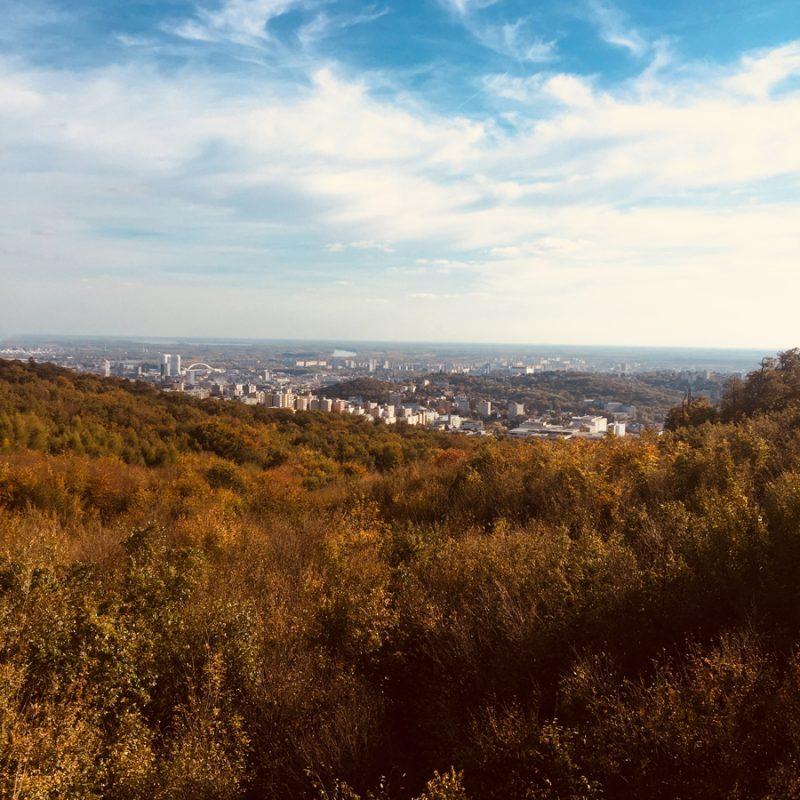 Výhľad z rozhladne na Kamzíku